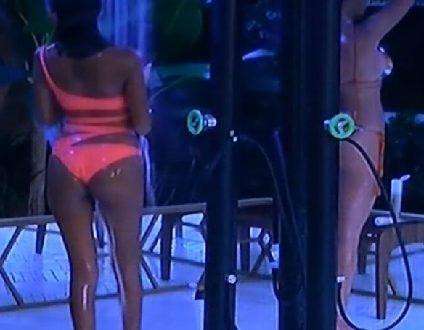 Cecilia Rodriguez & Carla Cruz doccia – Grande Fratello Vip 2 Live 13.9.2017